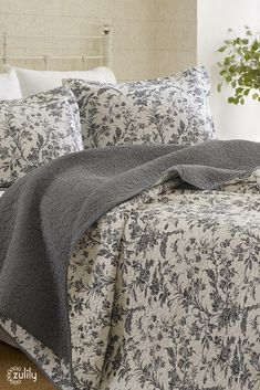 Looking for a farmhouse feel in your bedroom? Check out these charming textiles, #onzulilytoday! These quilts, pillows, shams, and more are up to 70% off!