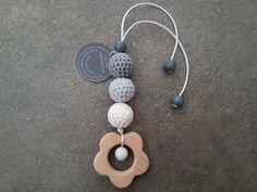Kinderwagenanhänger - Greifling Anhänger *freie Farbwahl* Holz Blume - ein Designerstück von schoen_und_selbstgemacht bei DaWanda