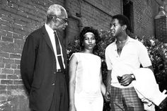 Aretha Franklin and Sam Cooke in 1962. Aretha Franklin first met and became friends with Sam Cooke when they both toured as gospel singers with her father Rev. C.L. Franklin in the late 1950's.
