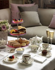A Royal Tea is an Afternoon Tea with Champagne Brunch, Tee Sandwiches, Afternoon Tea Parties, Cuppa Tea, Tea Service, My Cup Of Tea, Tea Recipes, Coffee Time, Tea Set