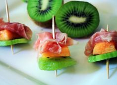 Adult appetizers in orange and green. I'll use mint leaves instead of kiwi. Yummy and pretty