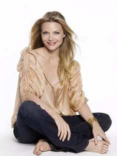 Michelle Pfeiffer/ In my next life I want to look like her Michelle Pfeiffer, Timeless Beauty, Classic Beauty, Hollywood Knights, Gorgeous Women, Beautiful People, Divas, Portrait Studio, Actrices Sexy