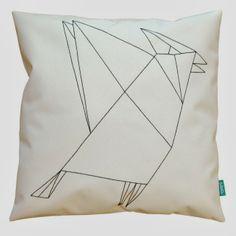 lukola handmade // Biała poducha dekoracyjna z geometrycznym ptakiem // Decorative white couch pillow with geometric bird