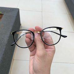 99 Óculos Italian Design (@99oculos) • Fotos e vídeos do Instagram Circle Glasses, Fake Glasses, New Glasses, Cute Sunglasses, Sunglasses Women, Glasses Frames Trendy, Glasses Trends, Lunette Style, Glasses For Your Face Shape