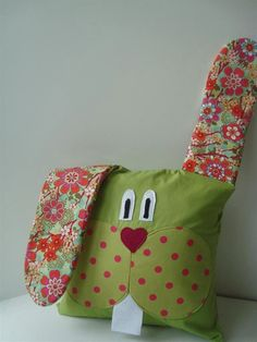 Baby Pillows, Kids Pillows, Animal Pillows, Sewing Projects For Kids, Sewing For Kids, Sewing Crafts, Applique Cushions, Patchwork Cushion, Stuffed Animal Patterns