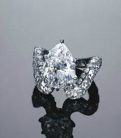 A unique diamond ring, by JAR. pproximately 5.08 carats