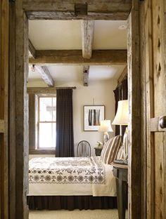 Bedroom – guest bedroom – ski cabin with rustic interiors.
