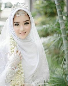 Hijabi Wedding, Kebaya Wedding, Muslimah Wedding Dress, Muslim Wedding Dresses, Wedding Poses, Bridesmaid Dresses, Wedding Ideas, Muslim Veil, Muslim Brides