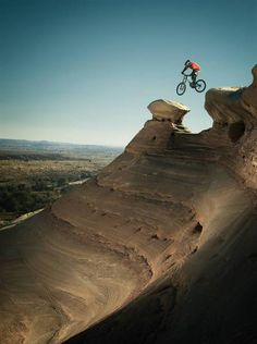 Scary or just plain stupid? Polartec Mountain Bike photographed by Brian Bailey- ONE EYELAND Downhill Bike, Mtb Bike, Rollers, Mountain Biking, Mtb Trails, Outdoor Fun, Outdoor Activities, The Great Outdoors, Parks