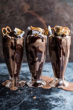 Salted Pretzel Nutella Fudge Milkshake with Malted Milk Whipped Cream for a delicious summer. I love chocolate milkshakes and this looks amazing! Nutella Fudge, Caramel Au Nutella, Nutella Donuts, Yummy Drinks, Yummy Food, Tasty, Salted Pretzel, Food Porn, Nutella Recipes