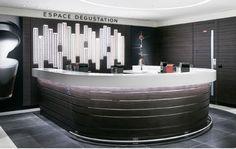 «What else ?» Nespresso ouvre une nouvelle boutique au centre commercial du CNIT à la Défense. La marque de café, connue pour ses capsules mais...