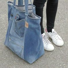 Very nice large upcycled denim bag Jean bag with comfy in Montreal Canadiens Everything of jeans You've searched for Shoulder Bags! 5 diy no sew recycled denim dog toys – Artofit Great denim bag Source by burnettibeti Denim Tote Bags, Denim Purse, Diy Bag Denim, Artisanats Denim, Denim Style, Mochila Jeans, Jean Diy, Beste Jeans, Sewing Jeans