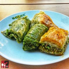 Dolama & Baklava & Yaprak Şöbiyet & Şöbiyet - Koçak Baklava / Gaziantep Çalışma Saatleri 07:30-21:00 ☎ 0 342 322 21 31 Dolama 80 TL / Kg Baklava 53 TL / Kg Yaprak Şöbiyet 80 TL / Kg Şöbiyet 60 TL / Kg Alkolsüz Mekan Paket Servis Yok Sodexo, Ticket, Setcard, Multinet Yok Turkish Sweets, Turkish Recipes, Avocado Toast, Foods, Chicken, Breakfast, Food Food, Turkish Food Recipes, Buffalo Chicken