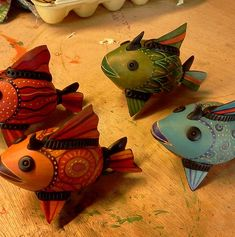 GOURD FISHES!  Free Gourd Painting Patterns | Jennifer Zingg Studio | Gourds | Gourd Art | SCHEDULE Decorative Gourds, Hand Painted Gourds, Red Fish Blue Fish, Diy Art Projects, Gourd Art, Animal Decor, Fish Art, Tole Painting, Artist At Work
