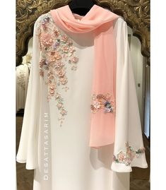 Abaya Style 560768591099833133 - Image may contain: people standing Source by rushdaz Pakistani Fashion Casual, Pakistani Dresses Casual, Pakistani Dress Design, Abaya Fashion, Muslim Fashion, Indian Fashion, Casual Dresses, Fashion Dresses, Fashion Clothes