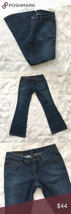 """Banana Republic Petite Stretch Flare Jeans Super chic Banana Republic Petite Stretch Flare/Wide Leg Jeans. Size 4P. Brand new with tags!  All measurements taken laying flat Waist measures approx. 14.5"""" Front rise approx. 7.75"""" Inseam approx. 29.5""""  🚫no trades 🚫no modeling ✅dog friendly/🚭smoke free home ✅reasonable offers ✅bundle & save! Banana Republic Jeans Flare & Wide Leg"""