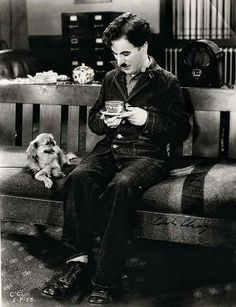 Charlie Chaplin with a puppy and some tea Hollywood Stars, Classic Hollywood, Old Hollywood, People Drinking Coffee, Drinking Tea, Charlie Chaplin Modern Times, Charly Chaplin, Emmanuelle Béart, Charles Spencer Chaplin