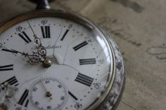 Presence over beautiful - Pocket Watch: sous les ombrages Clocks Go Back, Murdoch Mysteries, Lady Justice, Call The Midwife, Time Clock, Fade Out, Through The Looking Glass, Ticks, Home Art