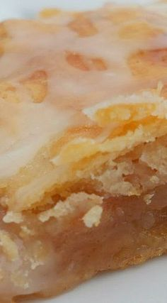 Apple Pie Bars {a family favorite!} Apple Pie Bars {a family favorite!} Dutch Apple Pie CheesecakApple Pie Tacos – FamilyApple Pie Bars If Si Apple Pie Recipes, Apple Desserts, Köstliche Desserts, Delicious Desserts, Cake Recipes, Dessert Recipes, Apple Pie Recipe Easy, Autumn Desserts, Plated Desserts