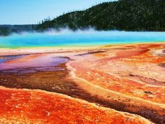 Grand Prismatic pool at Yellowstone National Park, Wyoming