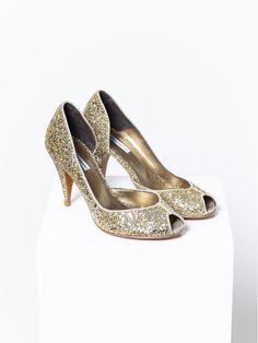How to make a white shirt less boring? Pretty Shoes, Beautiful Shoes, Fashion Shoes, Fashion Accessories, Glitter Shoes, Glitter Paint, Only Shoes, Fashion Essentials, Dream Shoes