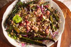 Salade met gegrilde asperges, bonen en kiemen