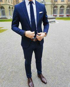 Blue Suit Men, Navy Blue Suit, Blue Suits, Mens Fashion Wear, Suit Fashion, Fashion Hats, Paris Fashion, Fashion Clothes, Runway Fashion