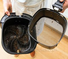 Como Limpar a Airfryer - Receita Natureba Air Flyer, Cleaning Appliances, Air Fryer Recipes, Home Hacks, Diy Storage, Clean House, Cleaning Hacks, Sweet Home, Food And Drink
