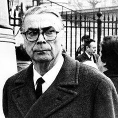 Cristóbal Balenciaga en 1971.   Fallecería tan solo un año después.