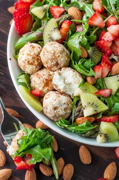 This sweet and savory Almond Crusted Goat Cheese Salad is flecked with strawberries and kiwi and topped with a fruity balsamic dressing. This healthy vegetarian salad is a must-make! Salad Recipes Healthy Lunch, Salad Recipes For Dinner, Vegetarian Salad, Healthy Meals, Healthy Eating, Sin Gluten, Cilantro, Kiwi, Feta