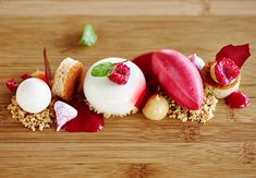 By Kalle Bengtsson Masterchef Recipes, Dessert Presentation, Party Food And Drinks, Cake Plates, Sugar And Spice, Plated Desserts, Food Plating, No Bake Desserts, Gourmet Recipes
