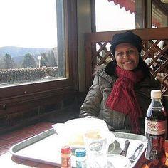 """Fazendo uma """"parada técnica"""" na estrada e aproveitando para almoçar. Veja também dicas e informações de viagens nos posts do blog.  Acesse : http://ift.tt/1Fc7v97  @historiasparaviajar  Foto by Vivian Loyola #historiasparaviajar  #airfrance #klm #suica #frança #zurique #ferias #férias #beautifuldestinations #viagens #igersbrasil #fantrip #travel #trip #tour #instatravel #turismo #tourist #viagem #viajante #viajarfazbem #amoviajar #europa #eurotrip #europe #blogmochilando #viajar #viajando…"""