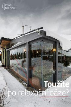 Důležitým elementem na relaxaci je samosebou příroda. A jste někdy zmrzliny, že se vám nechce vystrčit ani nos ze dveří? Co takhle spojit relaxaci pod dekou a s teplým čajem sledovat za okny padající sníh.