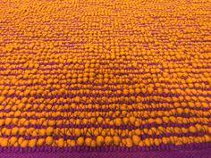 Håndlavet kelim  Mere end 30 forskellige vævninger og i over 90 forskellige farver  Op til 500x1500cm  På kun 5 uger