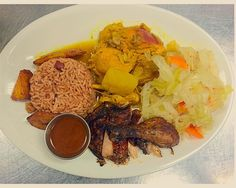 Jerk chicken and curry chicken combo. #delicious  #dinner #lunch #jagrillmenu #healthy #salad #goodfood #healthyeating #foodporn #foodgasm #foodie #instafoodie #chicagofood #chicagofoodies #chicagofoodauthority #312food #chicagofoodlord #chicagofoodmag #hydeparkchicago #chicagoeats #jamaicanfood #yum #openlate #dinnerspecial by jagrillhydepark