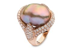 Yoko London 18kt rose gold with 2.04cts diamonds and a natural colour baroque Freshwater pearl 15-16mm