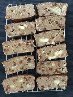 Ava's Healthy Breakfast loaf (naturally sweetened) 2 cups tsp tsp baking powder to do rising flour. Blw Breakfast Ideas, Overripe Bananas, Tasty, Yummy Food, Baby Led Weaning, Secret Recipe, Grubs, Baby Food Recipes, Ava