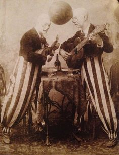 vintage guitar History my scan clown circus Clowns weird vintage mandolin Musical Instruments musical instrument H Thomas Steele Vintage Bizarre, Creepy Vintage, Vintage Clown, Vintage Carnival, Vintage Halloween, Old Circus, Dark Circus, Night Circus, Creepy Carnival