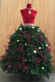 DIY Tutorial: Grand Diva Style Dress Form Christmas Tree with Wide Ski – Mannequin Madness