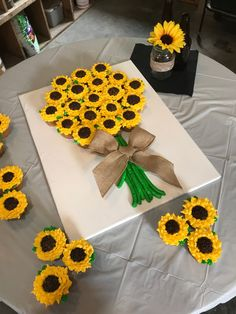 Best 12 Sunflower spoon Decoration – Page 291889619598837338 – SkillOfKing.Com Best 12 Sunflower spoon Decoration – Page 291889619598837338 – SkillOfKing. Sunflower Birthday Parties, 1st Birthday Parties, Fall Birthday Cakes, Birthday Cupcakes, How To Make Sunflower, Sunflower Cupcakes, Sunflower Cake Ideas, Sunflower Party Themes, Sunflower Decorations