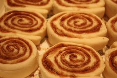 These Easy Mini Cinnamon Buns give you all the flavor of traditional cinnamon rolls in a fraction of the time with just 6 ingredients. Best Dessert Recipes, Fun Desserts, Holiday Desserts, Mini Cinnamon Buns, Croissant, Delish, Sweet Tooth, Bakery, Sweet Treats