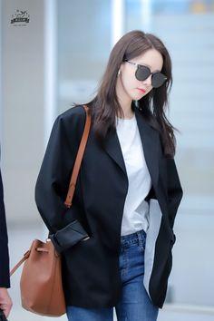 Yoona - ICN 190331 Sooyoung, Yoona Snsd, Snsd Airport Fashion, Snsd Fashion, Yuri, Taeyeon Jessica, Girl's Generation, Instyle Magazine, Cosmopolitan Magazine