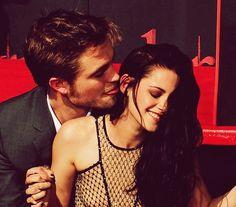 Kristen and Robert Twilight Film, Twilight Saga Series, Twilight Edward, Twilight Cast, Edward Bella, Edward Cullen, Robert Pattinson Twilight, Robert Pattinson And Kristen, Kristen Stewart
