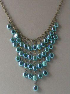 Hechas a Mano babero Collar llamativo, Joyería Light Weight Verano, Metalic cuentas azules verdes en Anitgue Oro, One-of-a-Kind Jewelry Designer