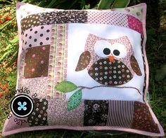 Applique Cushions, Cute Cushions, Patchwork Cushion, Sewing Pillows, Quilted Pillow, Diy Pillows, Applique Quilts, Hand Applique, Applique Patterns