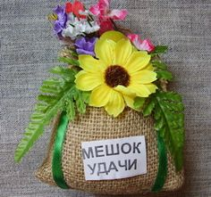 обереги Chocolate Bouquet, Flower Arrangements, Burlap, Reusable Tote Bags, Crochet, Flowers, Handmade, Crafts, Refrigerator Magnets