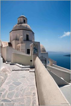 Agios Minas Church in Fira, Santorini Santorini Honeymoon, Santorini Greece, Mykonos, Dream Vacation Spots, Dream Vacations, What A Wonderful World, Wonderful Places, Places To Travel, Places To Visit