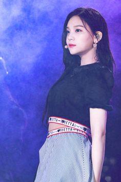 Gfriend at Dream Concert 2018 Cr: owner Heizesh Kpop Girl Groups, Korean Girl Groups, Kpop Girls, My Girl, Cool Girl, Kim Ye Won, Dream Concert, Cloud Dancer, G Friend