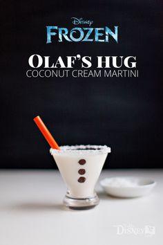 Olaf's Hug -- Coconut Cream Martini {A Disney Inspired Cocktail} (sweet mixed drinks friends) Disney Cocktails, Cocktail Disney, Disney Themed Drinks, Disney Alcoholic Drinks, Warm Cocktails, Cocktail Drinks, Cocktail Recipes, Disney Mixed Drinks, Party Drinks