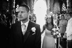 ¿Te gusta el vestido, tocado y bouquet de Patry? Ella se casó con Neil en el majestuoso Santuario de Montferri.    #Boda #Tocados #TocadosDeNovia #BridalheadPieces #Bridal #HeadPieces #Wedding #Flowers #hairstyle #fotografiadeboda #fotografia #weddingphotography #photography #vestidodenovia #bouquet #ramo #weddingdress